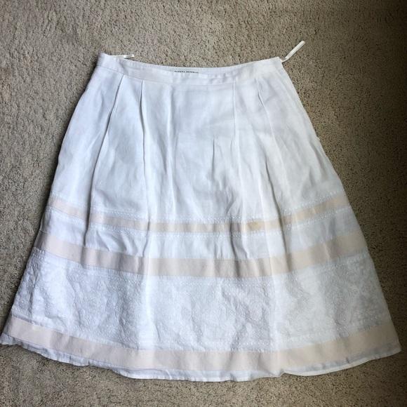 Banana Republic Dresses & Skirts - BR cream skirt